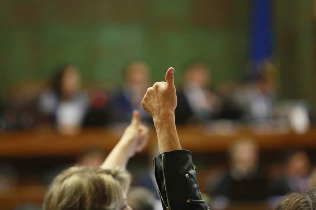 """Cámara aprueba Resolución de Bancada DC que pide suspender """"de inmediato"""" recambio de medidores en todo el país"""