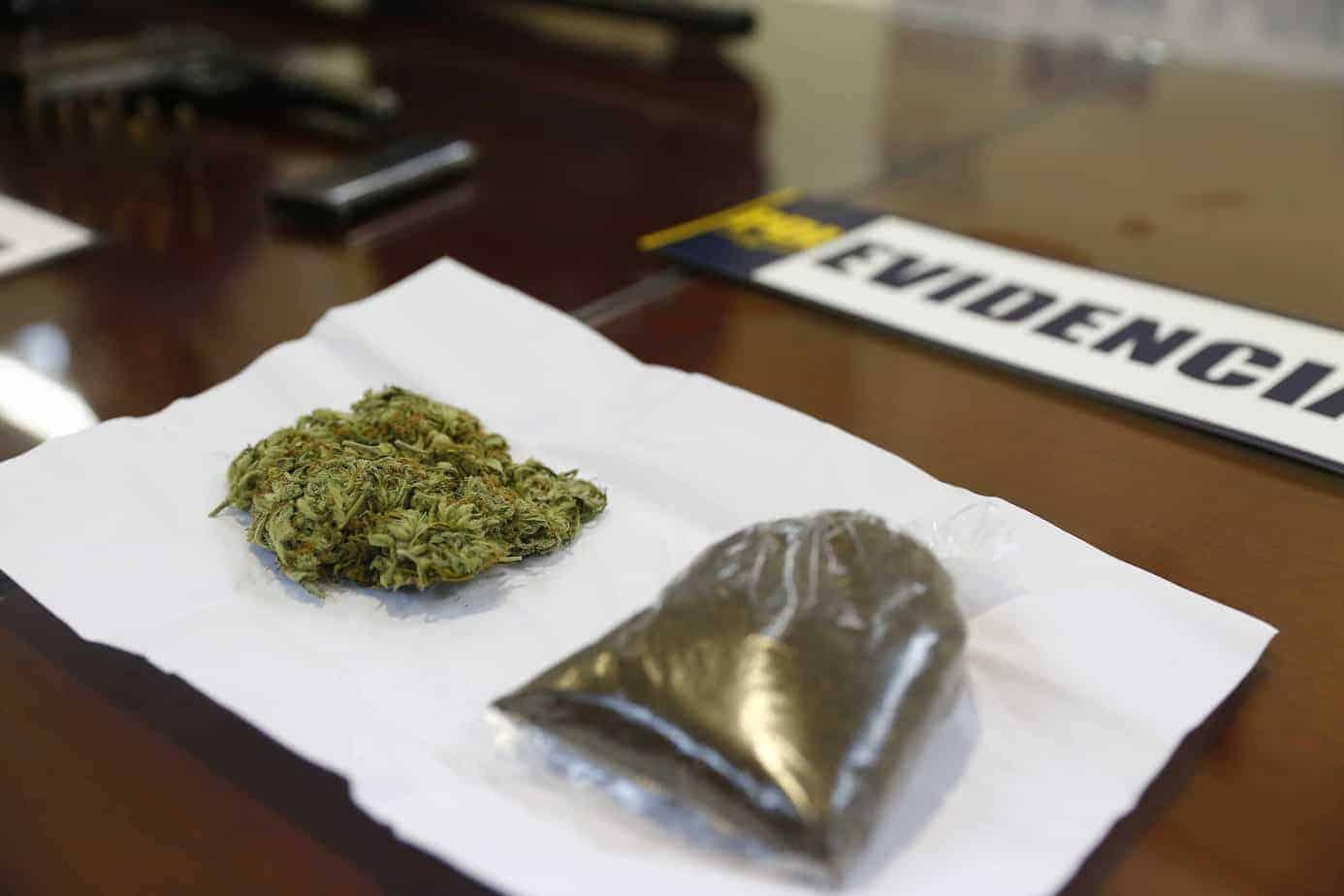 Hombre vendía drogas frente a un colegio en Los Ángeles