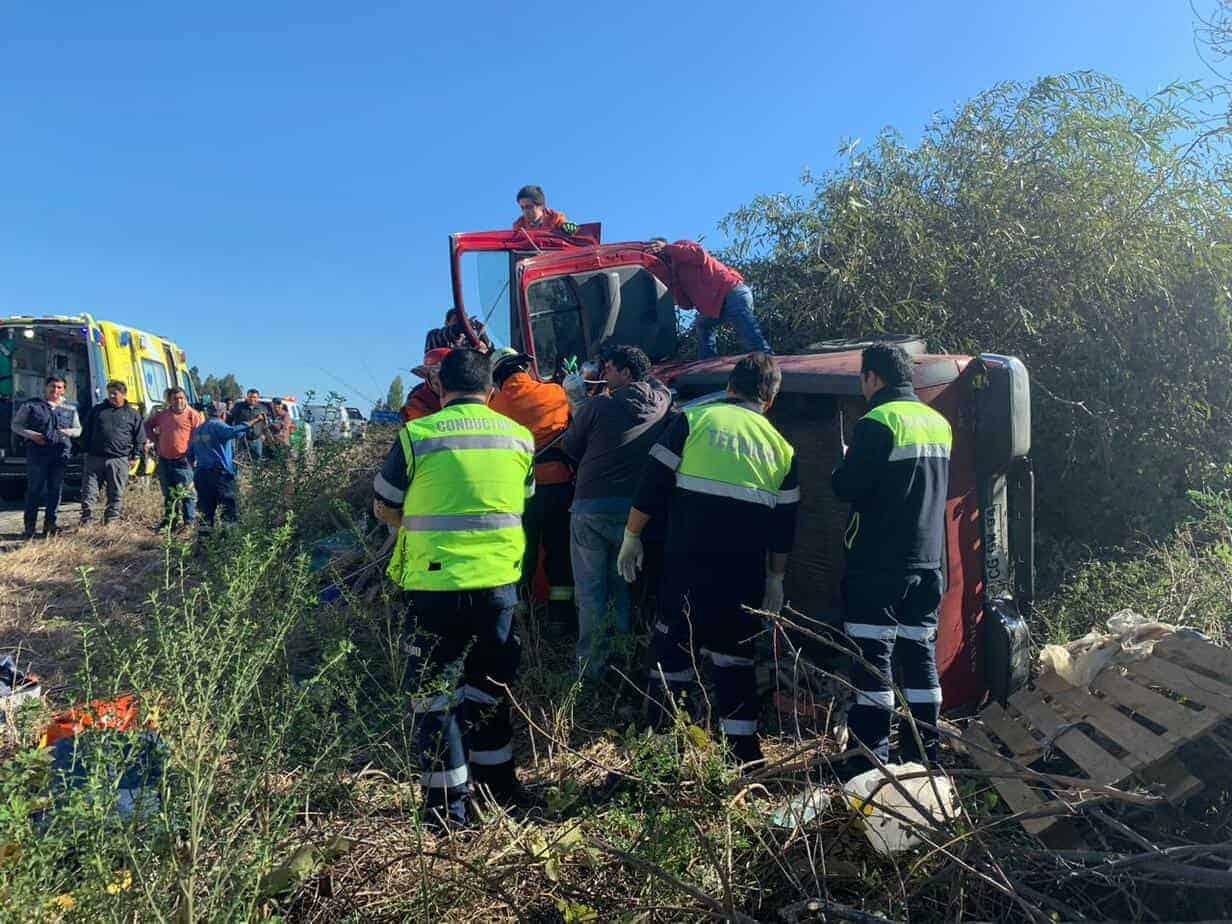 Volcamiento deja tres personas heridas en San Carlos Purén