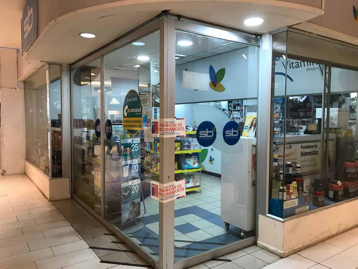 Prohiben funcionamiento de farmacia Salcobrand del mall angelino