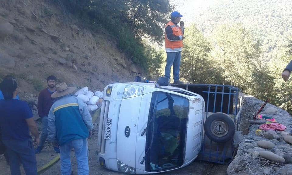 Camión 3/4 vuelca en Alto Biobío
