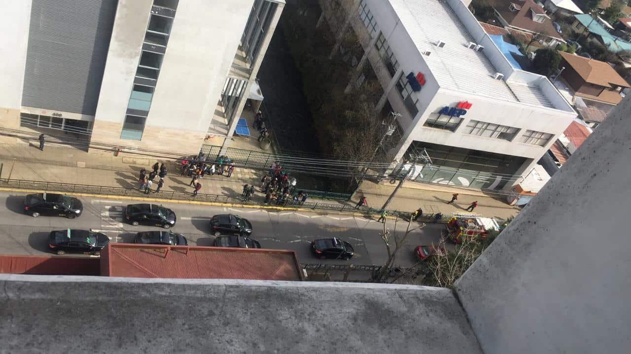 Emergencia activa protocolos y evacuan Instituto AIEP de Los Ángeles