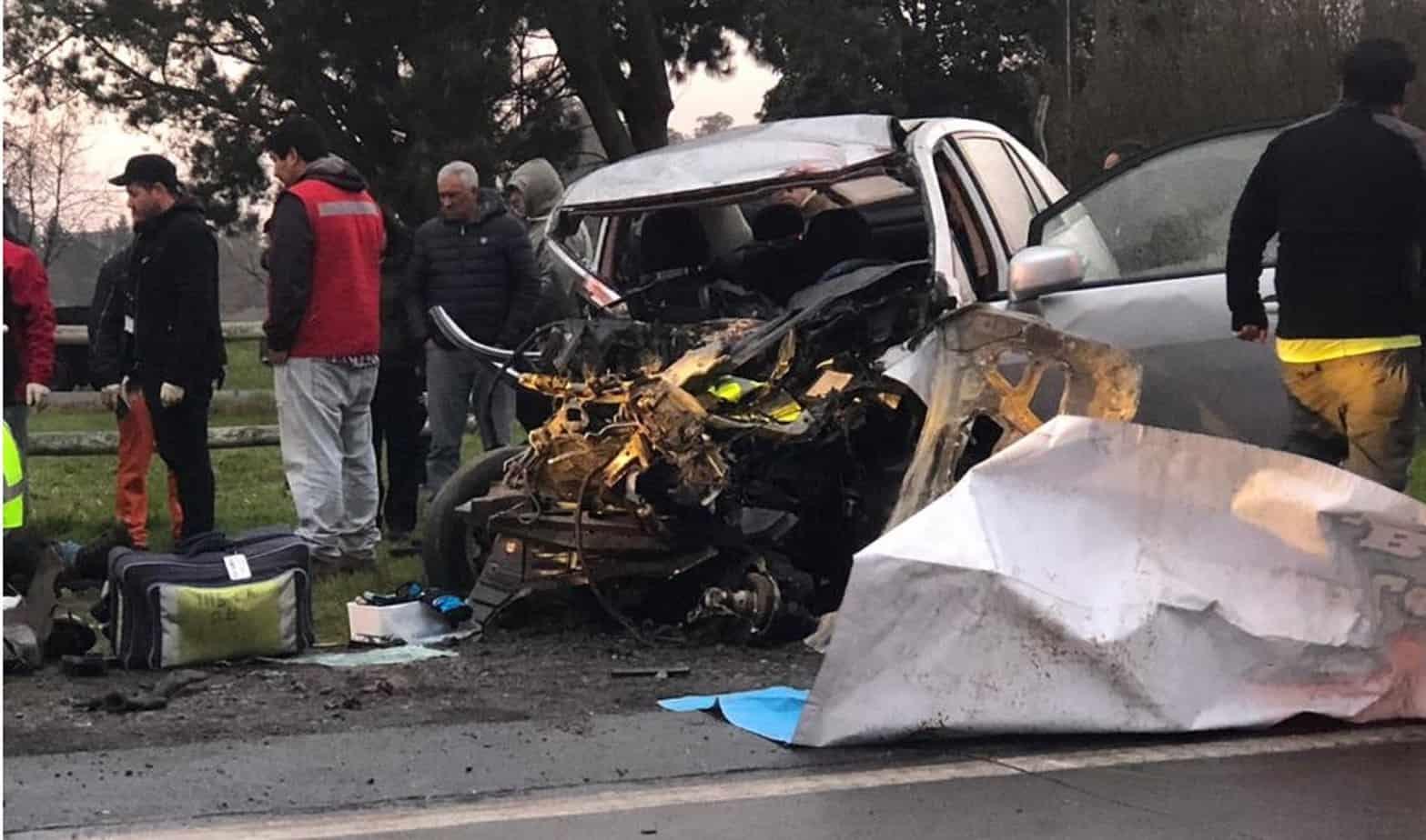 Un herido de mediana gravedad y tres lesionados deja colisión de bus con auto camino a Antuco