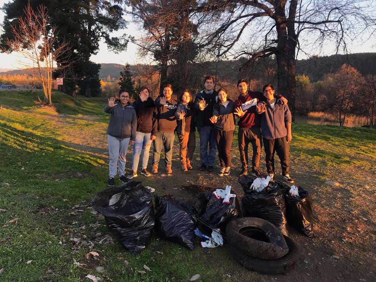 Jóvenes de Santa Bárbara se unen al 'Trashtag Challenge' y limpian laguna de la comuna