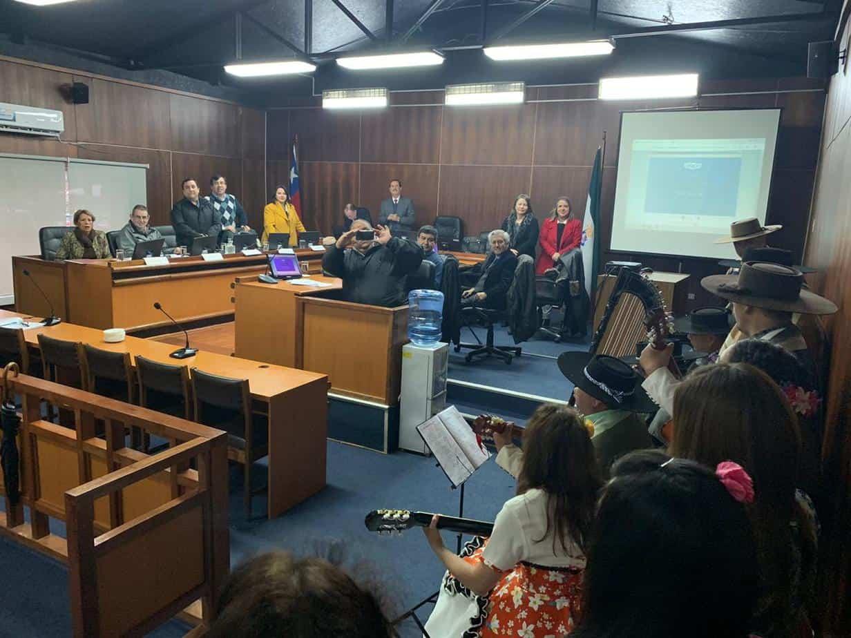 Inician concejo municipal con pie de cueca en Los Ángeles