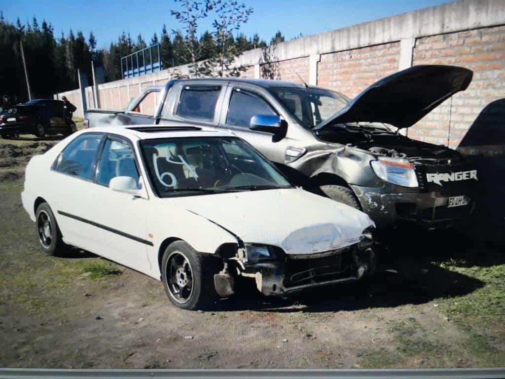 Impactante accidente en carrera de autos deja tres heridos en Cabrero