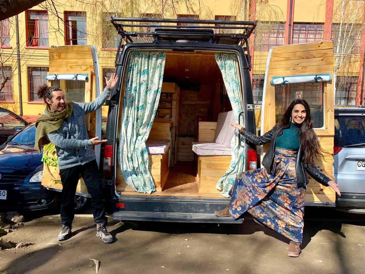 La locura de «traviajar»: Teatro Plan recorrerá 14 países en su autocaravana