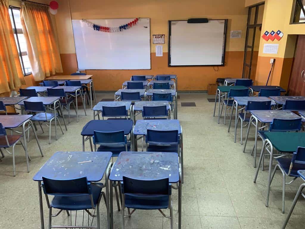 Gobierno suspende las clases en todos los colegios del país