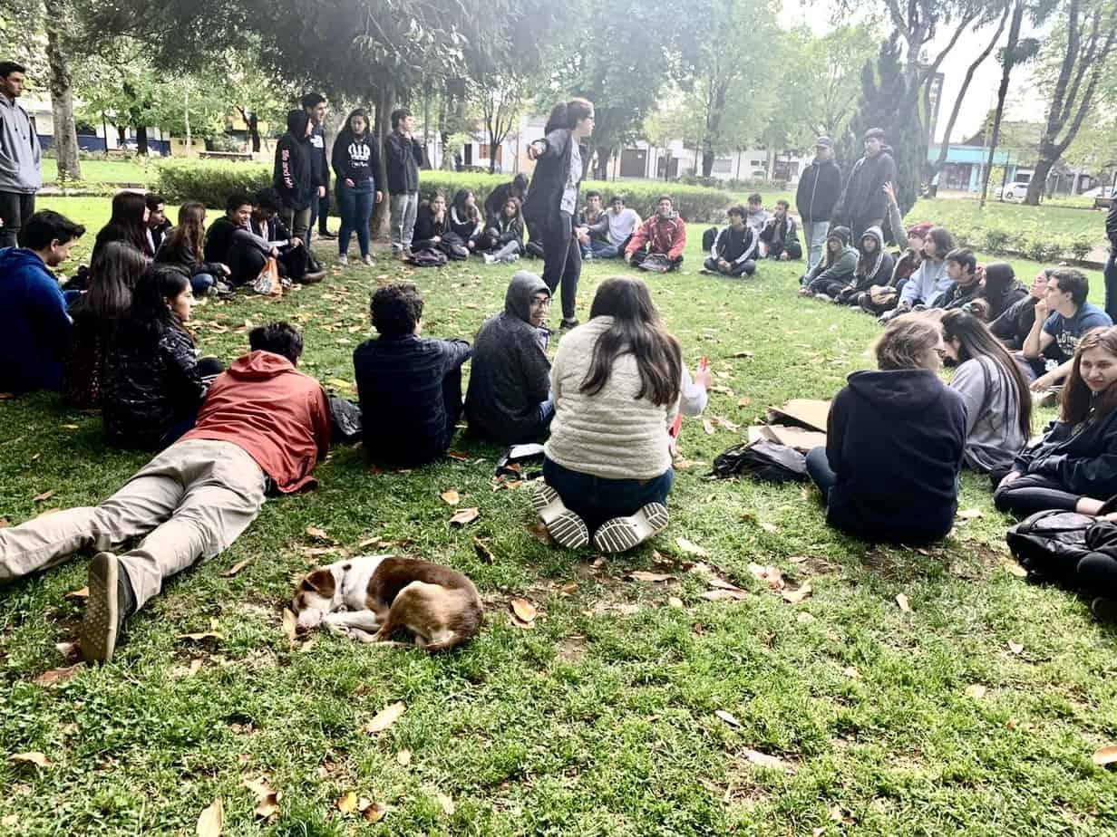 """Secundarios se reúnen en Plaza Pinto para analizar el """"estallido social"""""""
