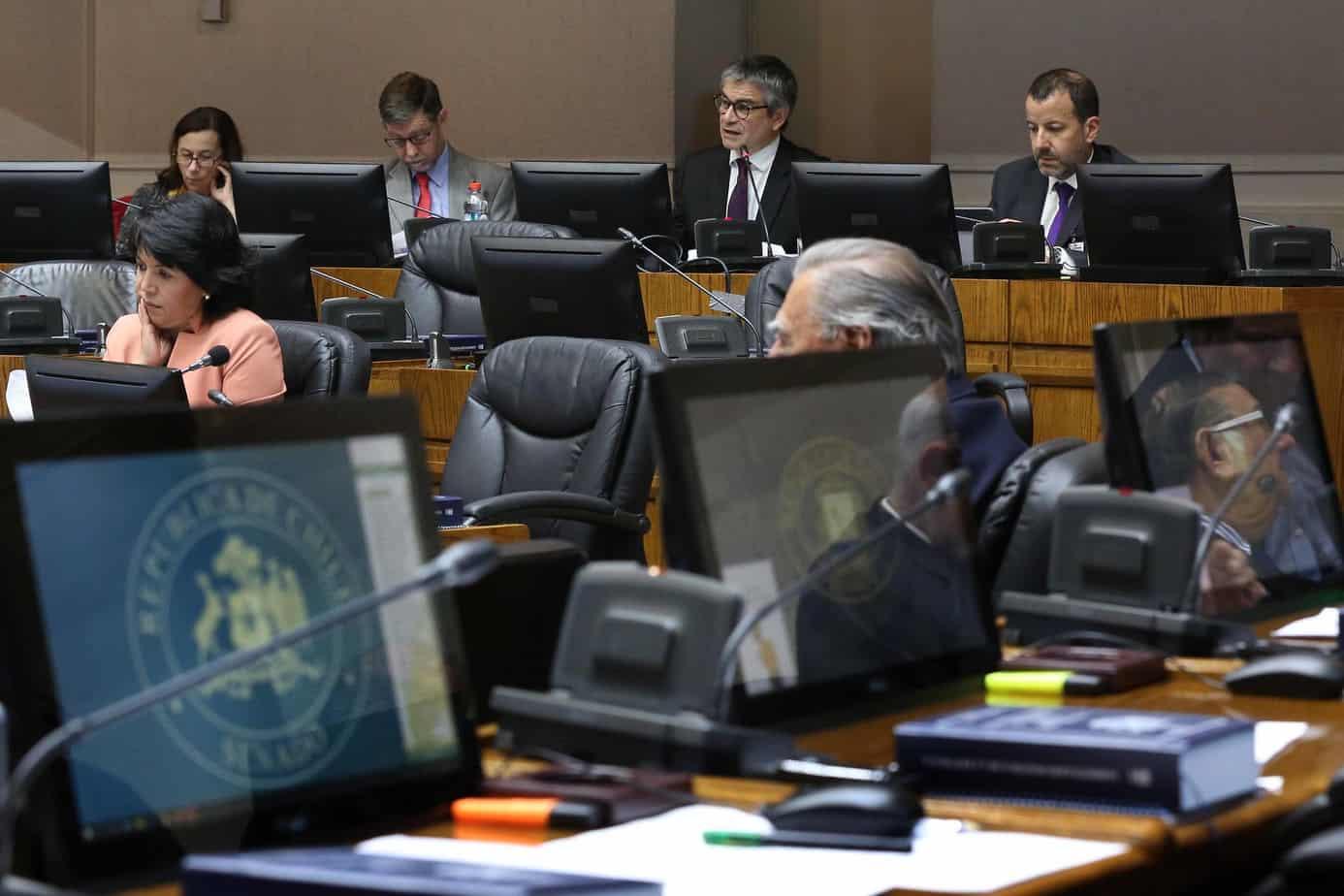 Senado discutirá con urgencia  congelamiento a tarifas de la luz y seguro de enfermedades catastróficas en Fonasa