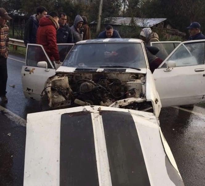 Conductor salva de milagro tras destrozar vehículo en un volcamiento