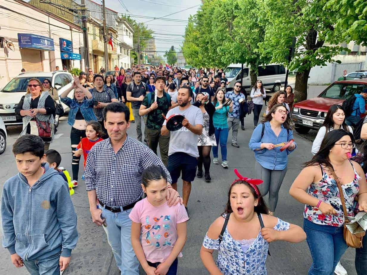 Manifestaciones se extienden a Los Ángeles: Más de 200 personas se tomaron las calles de la ciudad