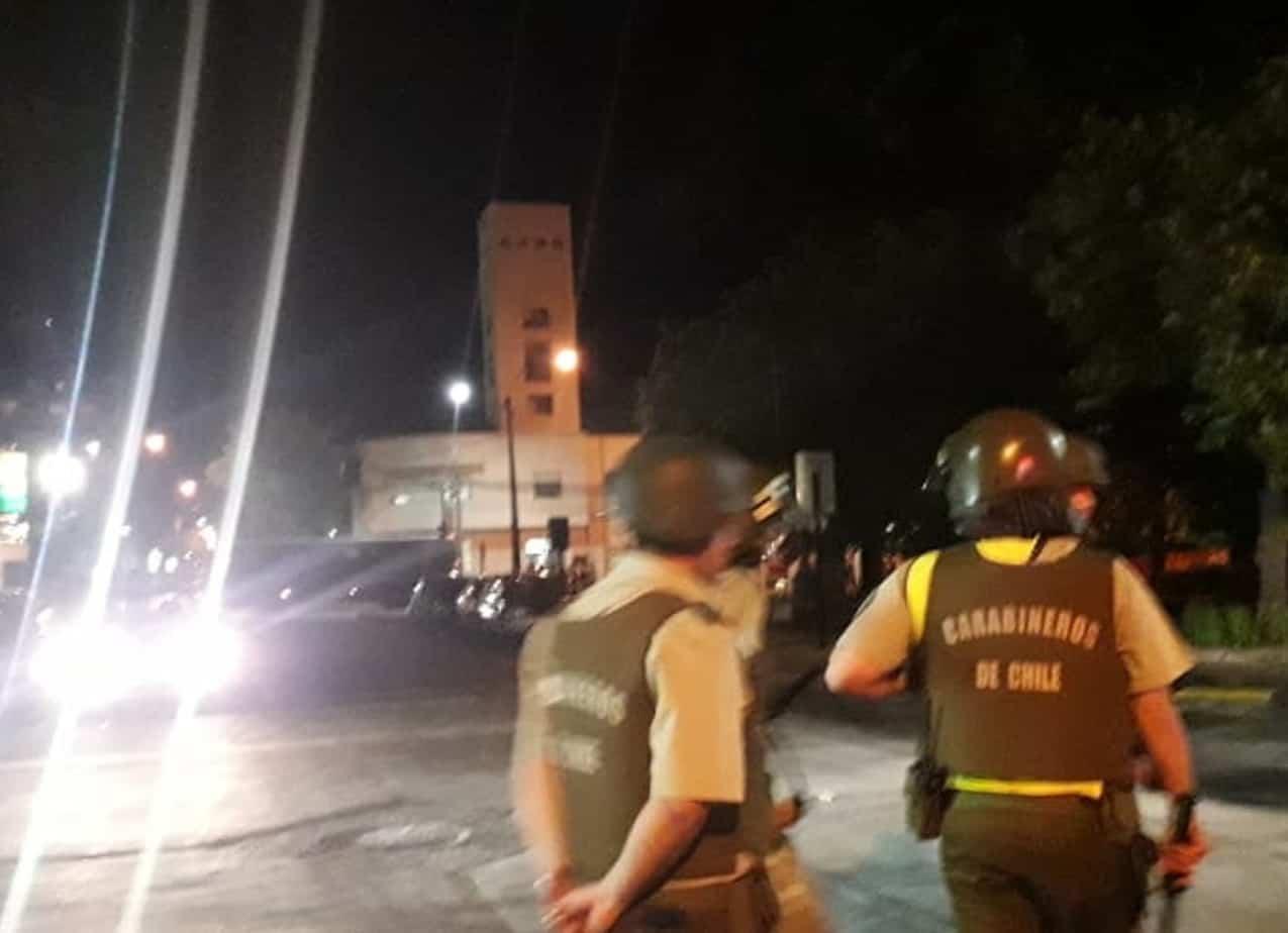 16 detenidos y un carabinero lesionado dejan manifestaciones nocturnas en Los Ángeles