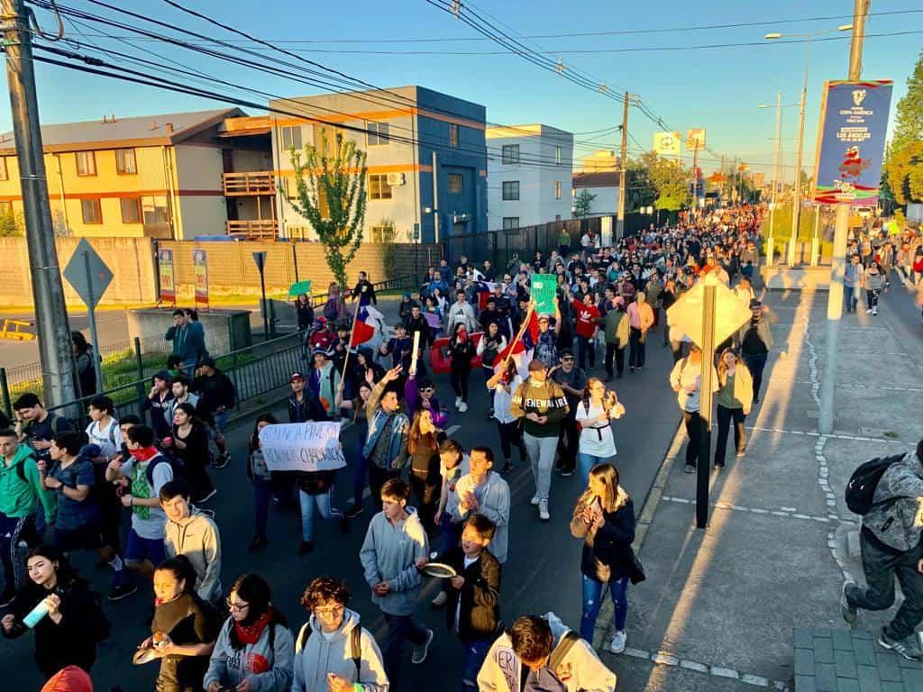 Multitudinaria marcha por Los Ángeles congregó a más de 5 mil personas
