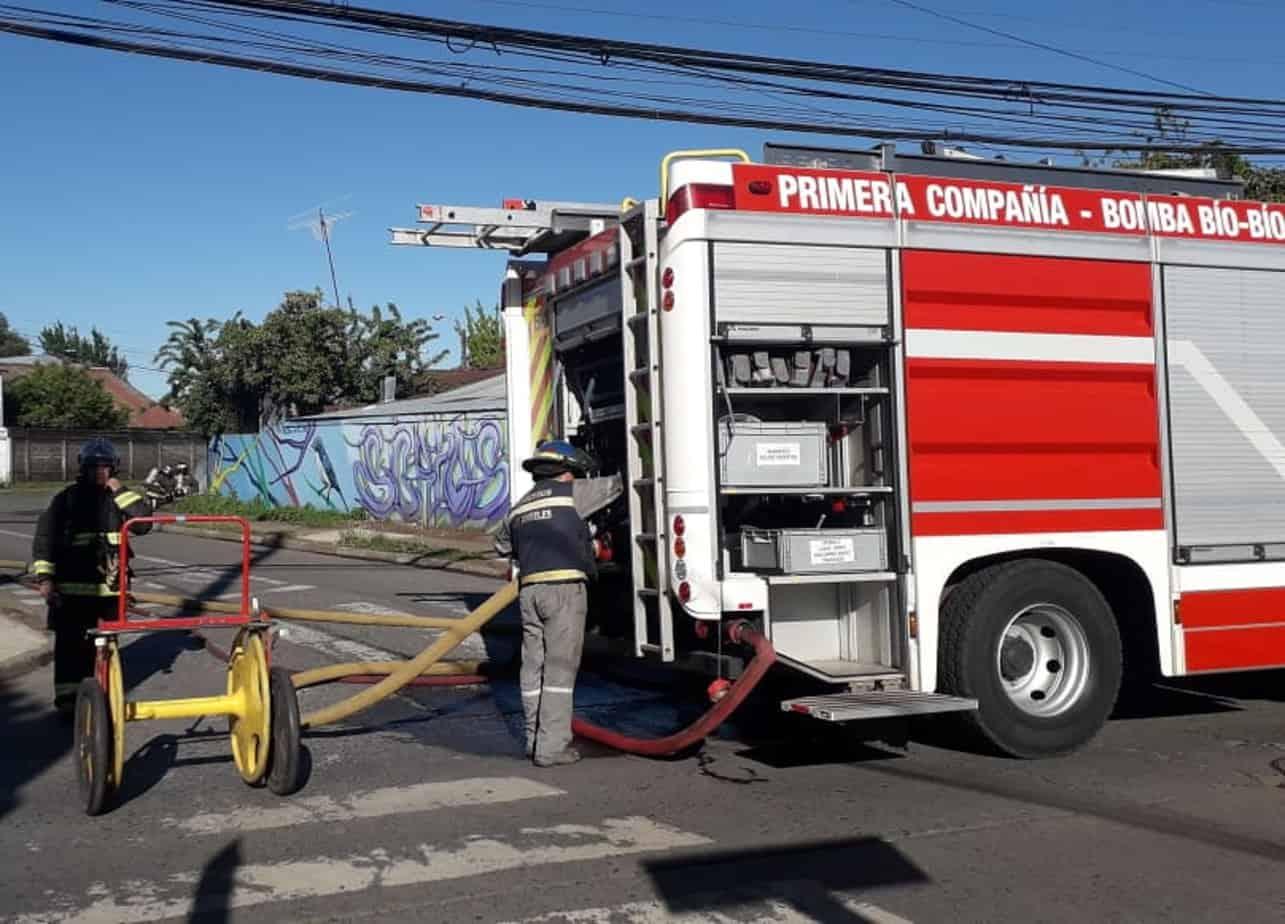 Evacuan viviendas y cierran calles por fuga de gas en Los Ángeles
