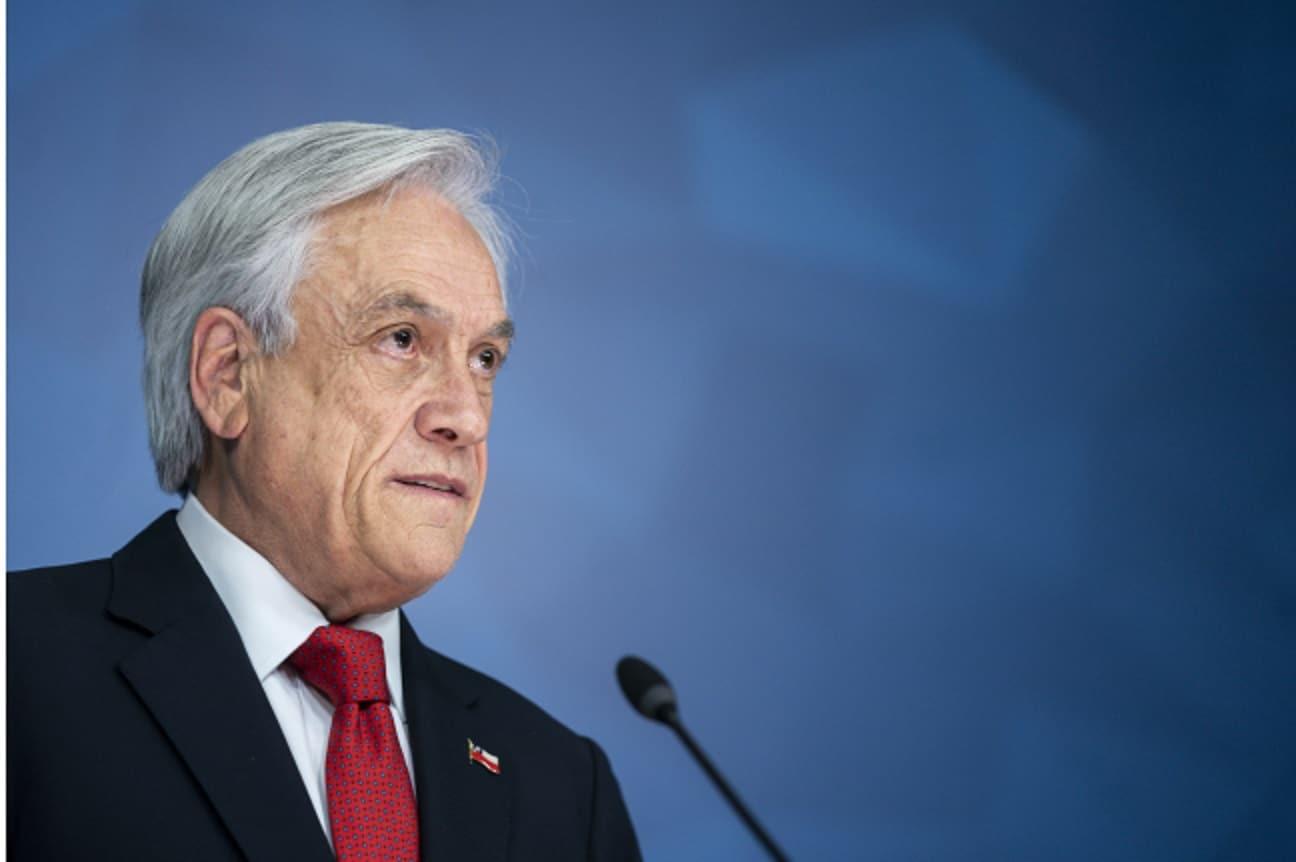Presidente se abre a la posibilidad de una nueva Constitución: «no descarto ninguna medida»