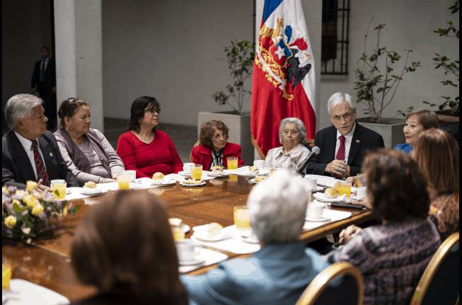 Presidente firma proyecto de ley para aumentar las pensiones de casi 3 millones de personas