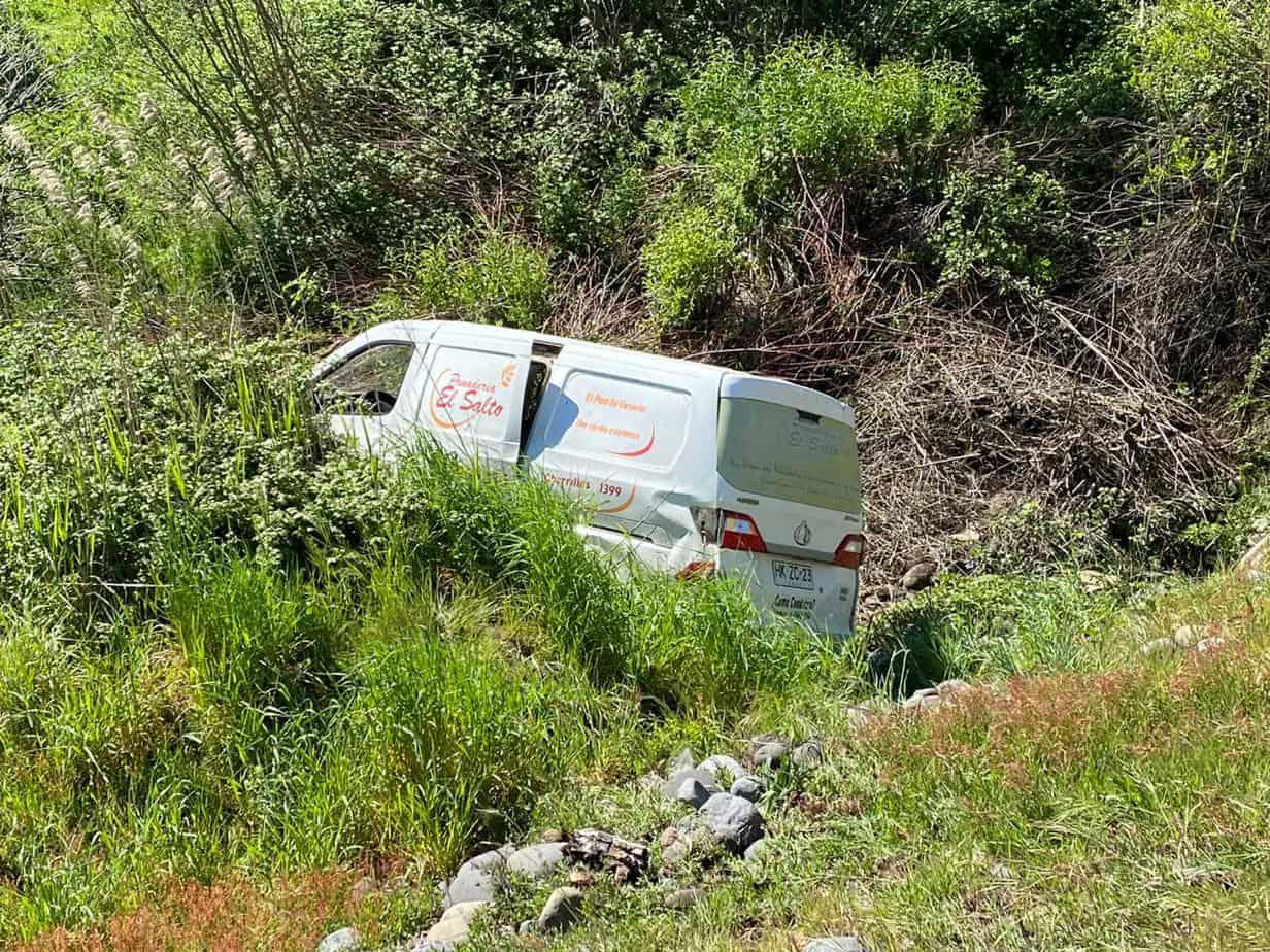 Furgón de panadería protagoniza accidente camino a Santa Bárbara