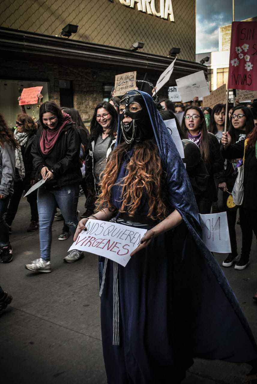 Las postales que dejó la marcha feminista en Los Ángeles