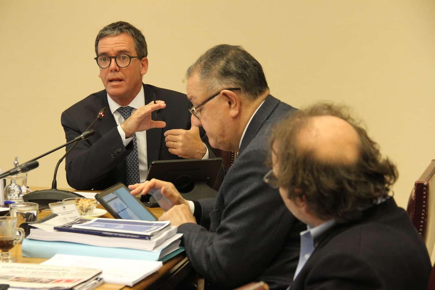 Comisión de Constitución del Senado da luz verde a poner límite en la reelección de autoridades
