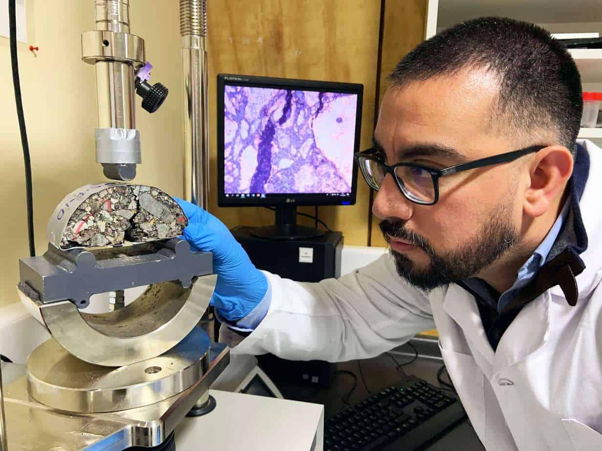Cápsulas hechas de residuos de biomasa prometen alargar vida útil de carreteras