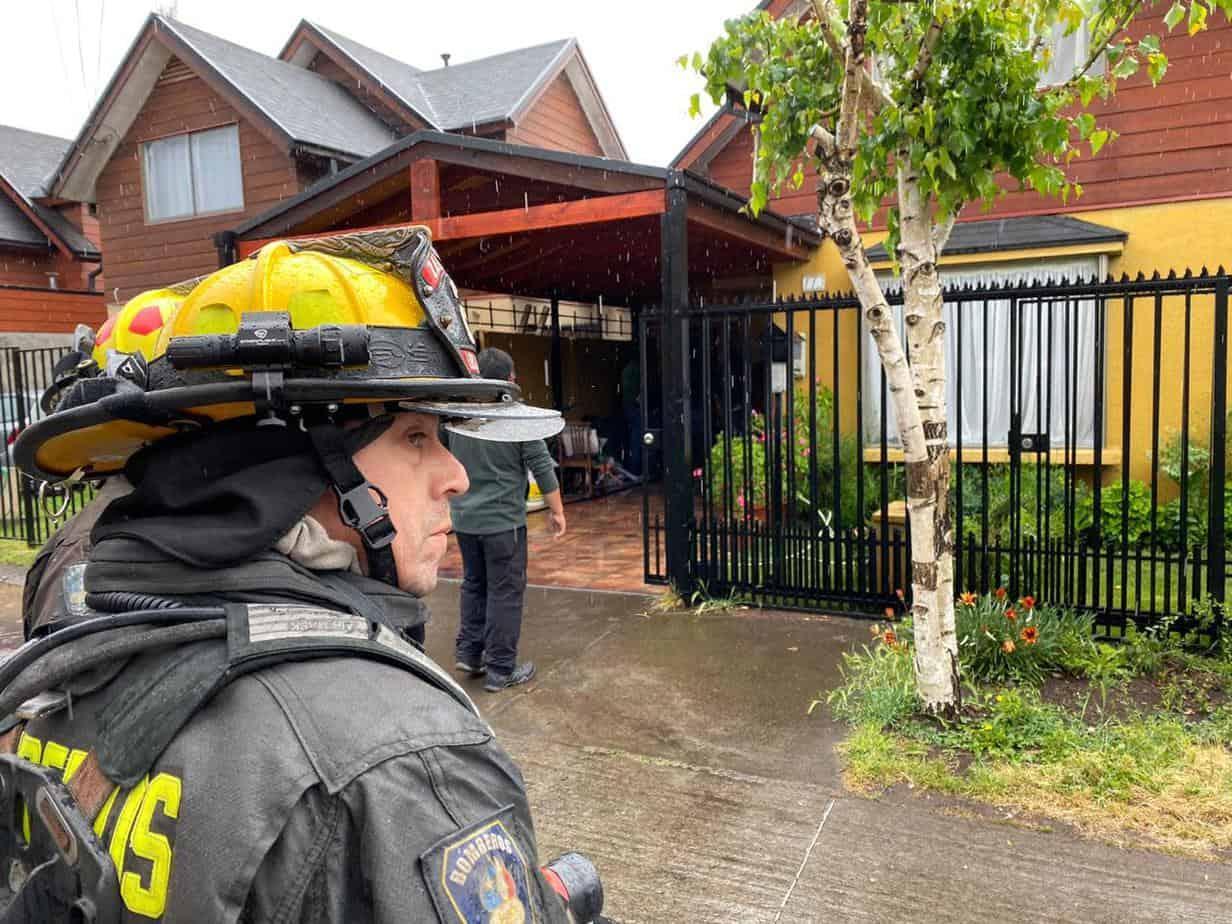 Hombre resulta con quemaduras tras incendio en Los Ángeles