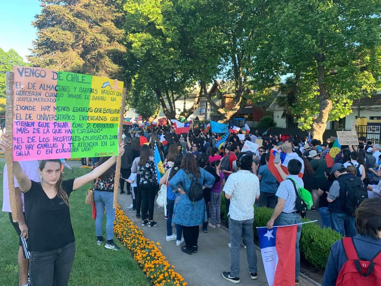 Lado A: Familias, trabajadores, estudiantes y miles de personas marcharon el 8/11 en Los Ángeles