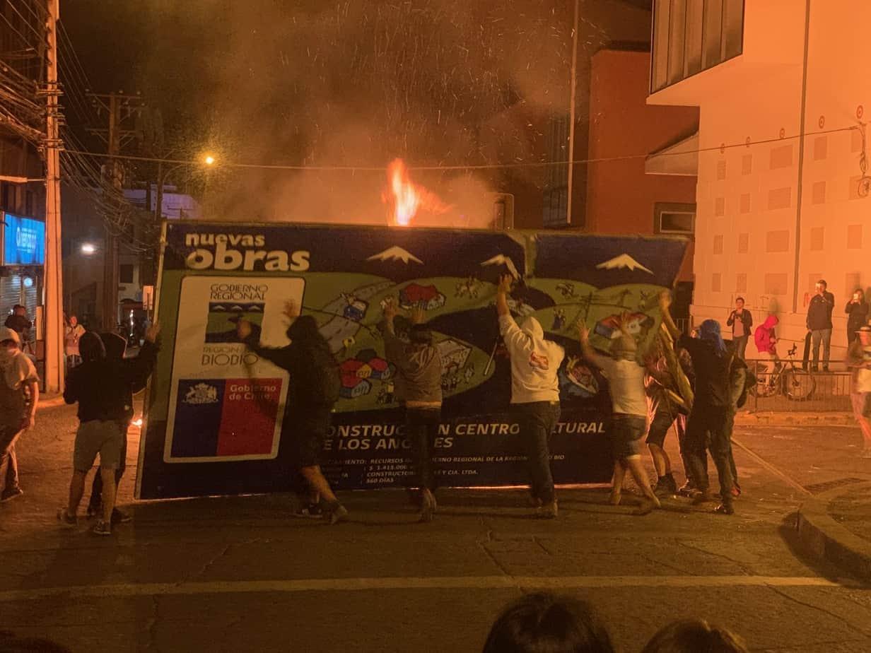 Lado B: Barricadas y vandalismo en la Cámara de Comercio, bancos y Corporación Cultural: no hubo detenidos