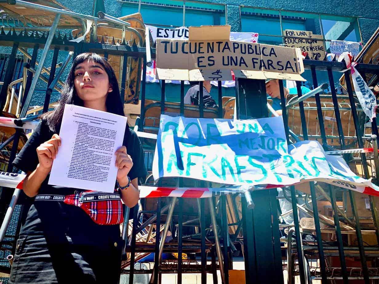 Vocera de la toma del «Marta Brunet»: Llaman a los apoderados para decir que estamos haciendo destrozos y eso es falso