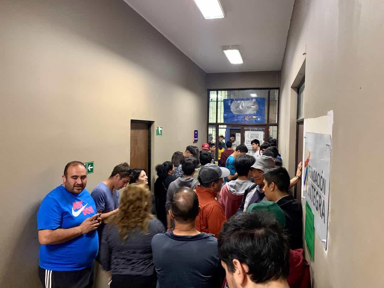 Cantón de Los Ángeles asegura que largas filas para «sacarse el servicio» son normales