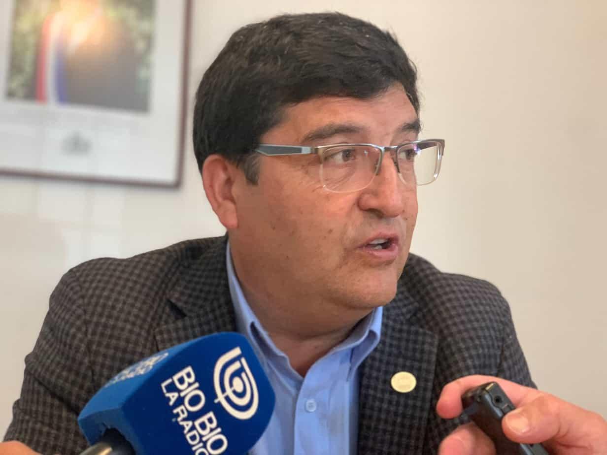 Core Badilla llama a municipios a hacer un gesto con sus sueldos: «habrá alcaldes ganando más que los parlamentarios»