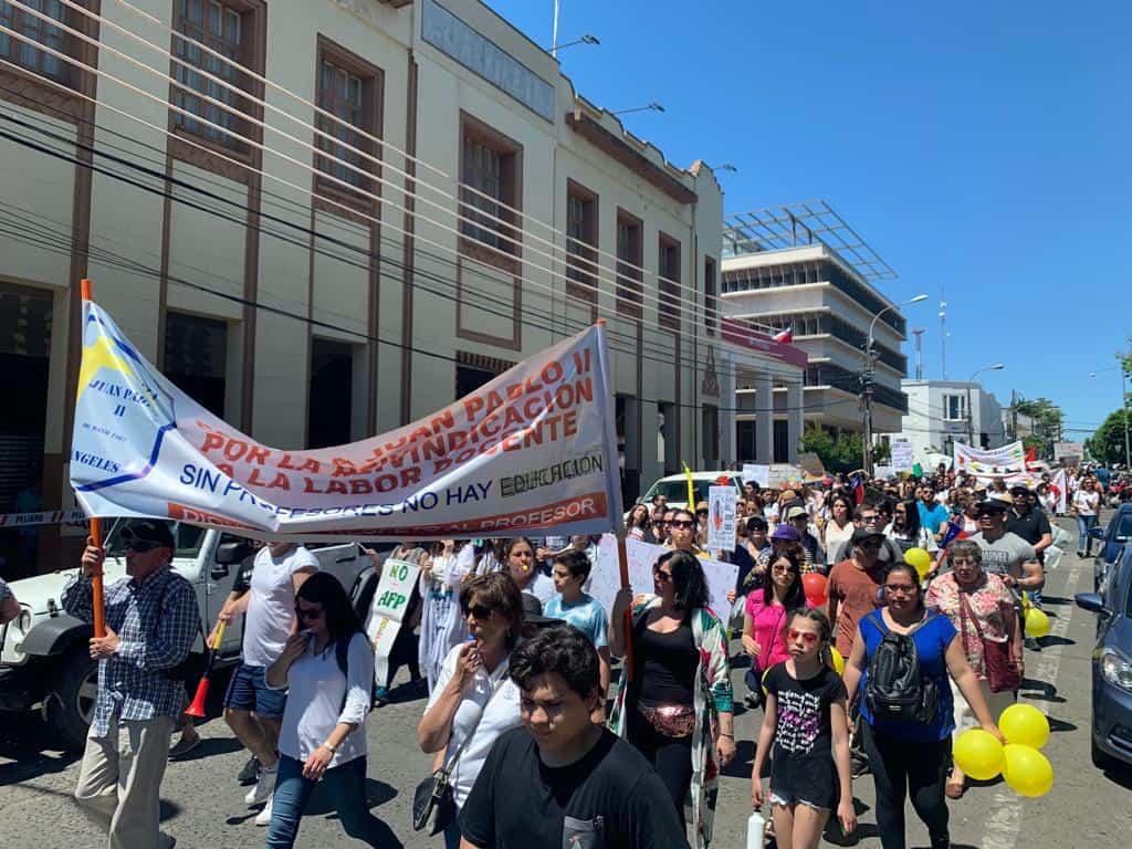 CUT cifra en más de 8 mil los manifestantes en Los Ángeles: «Es un momento crucial para tener una Constitución Democrática»