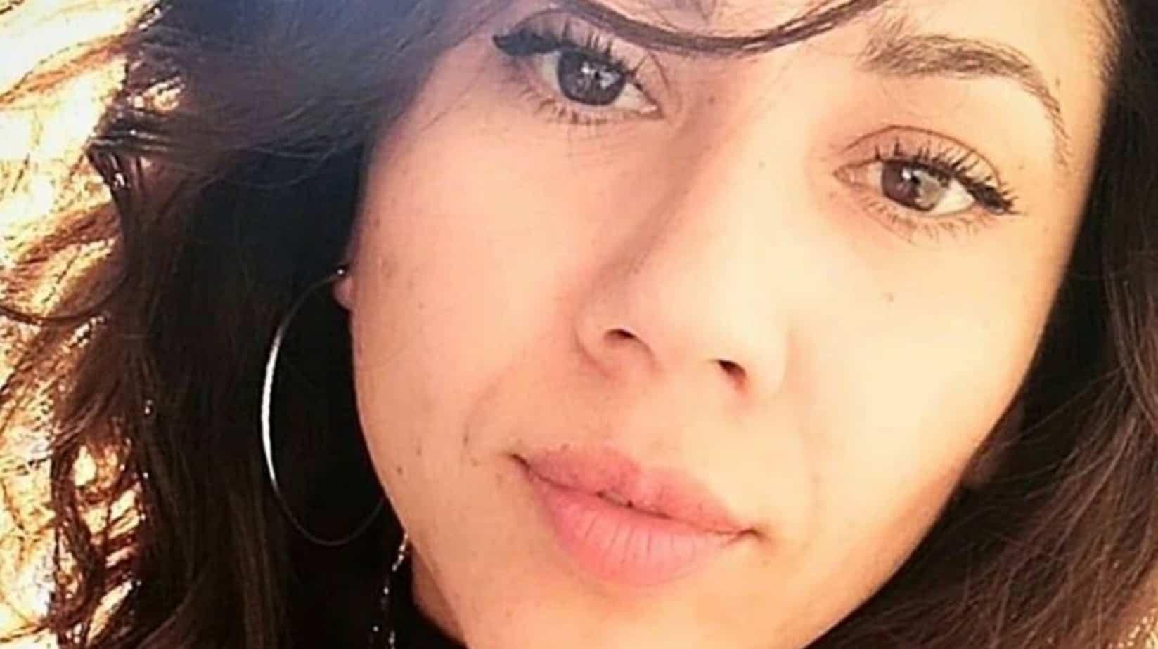 Investigan presunto homicidio de fotógrafa angelina hallada muerta en su departamento en Santiago