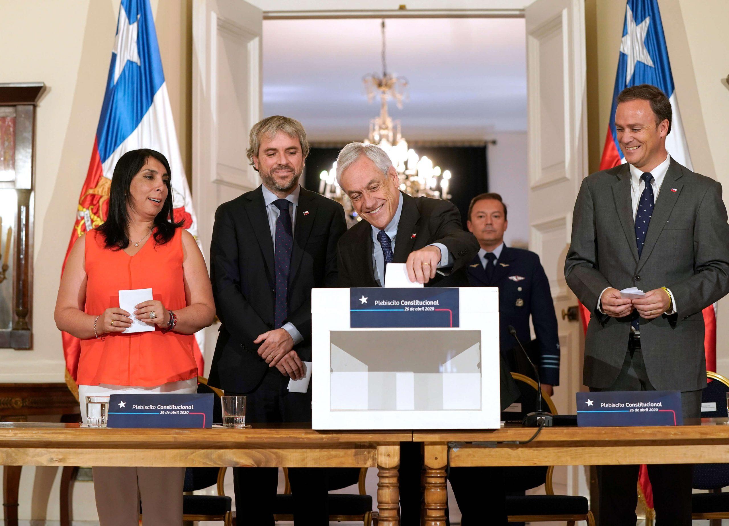 """Piñera firma decreto que convoca al plebiscito: """"Tiene que ser el gran marco de unidad"""""""