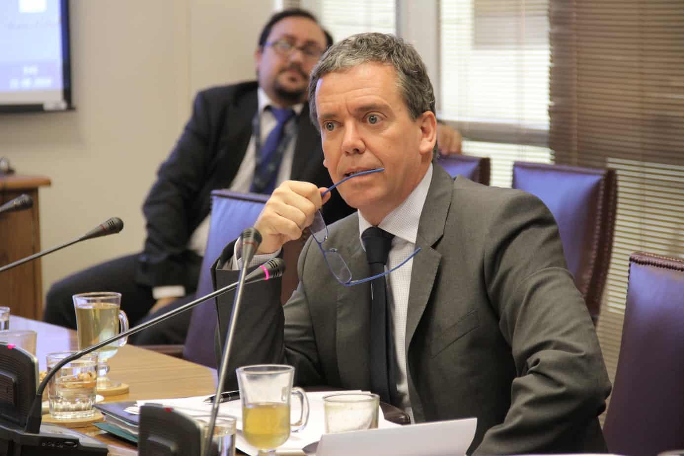 Senador Harboe llama al Presidente a buscar una solución: «se están matando entre chilenos»