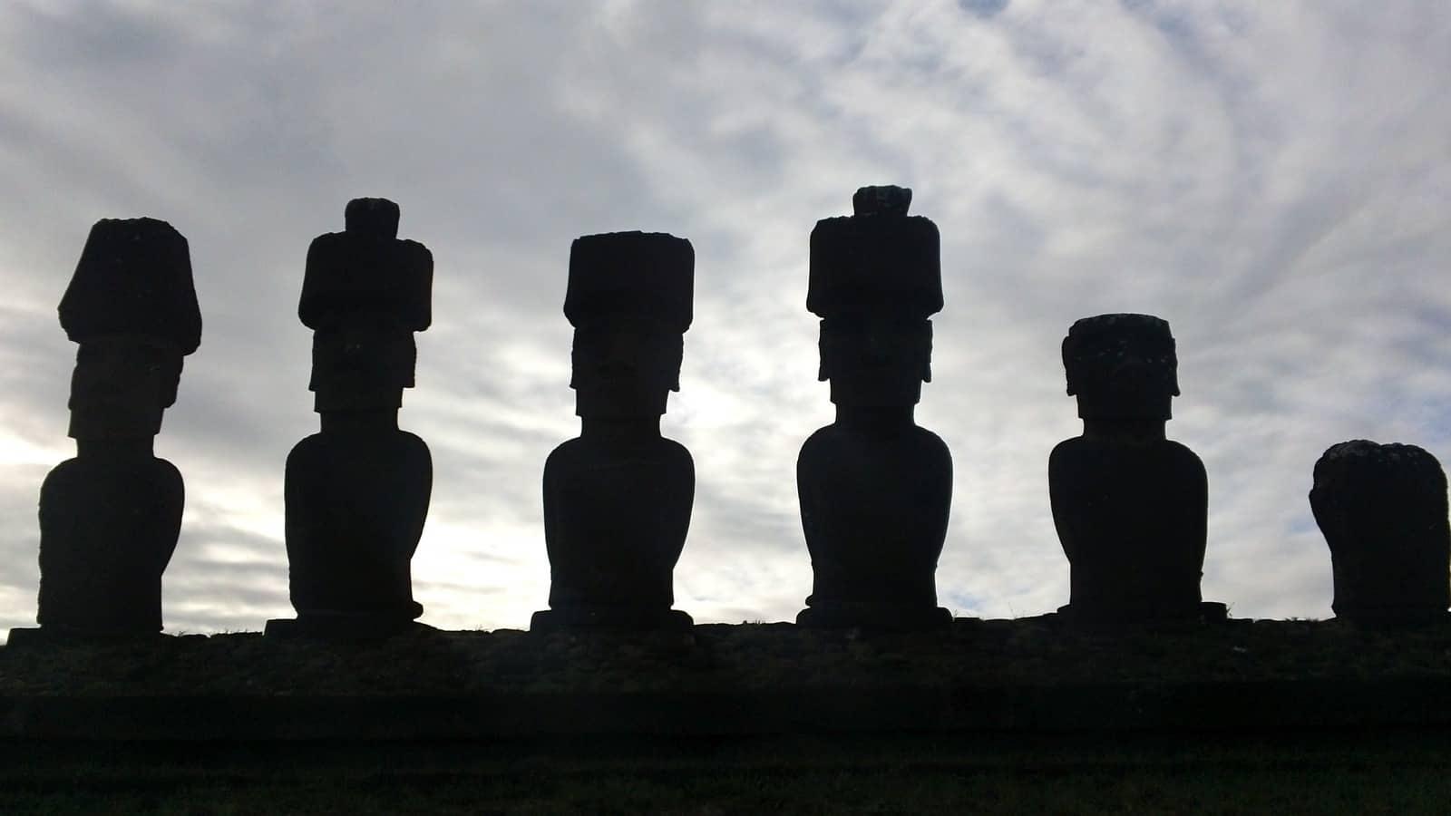 COP25: Moai de Isla de Pascua en riesgo de caer al mar