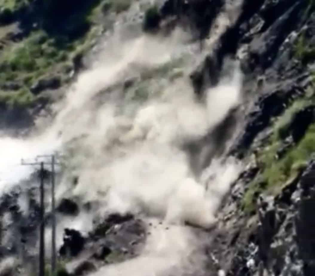 """""""¡Cabros, hay que salir!"""": video capta impactante derrumbe en Alto Biobío"""