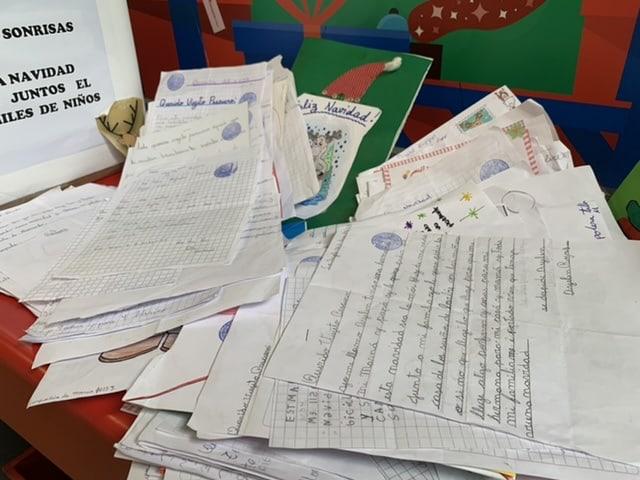 Querido Viejito: Cartas se amontonan en Correos de Chile esperando quien las apadrine