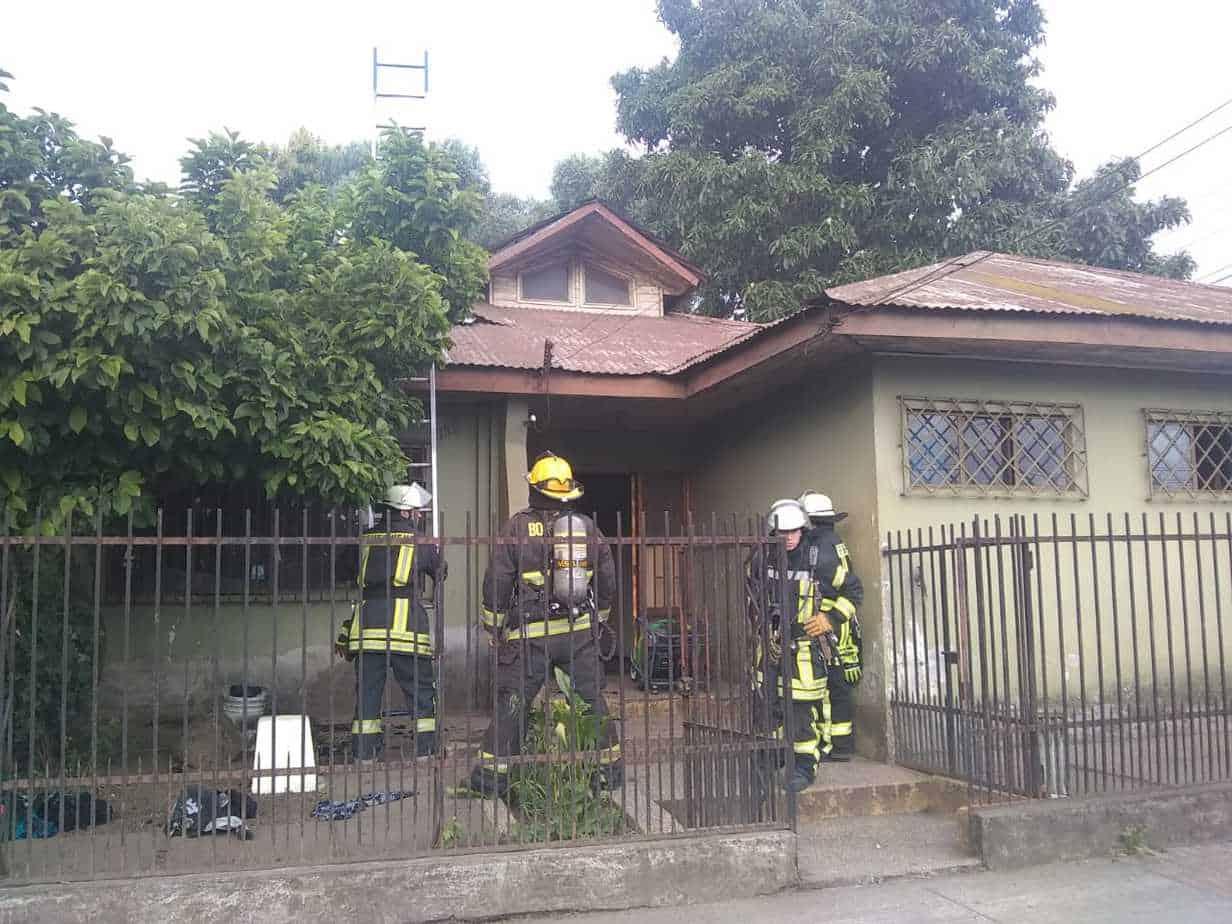 Luces del árbol de Navidad estuvieron a punto de quemar una casa en Los Ángeles
