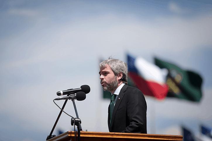 Ministro del Interior admite que debieron atender mejor el proceso constitucional de Bachelet
