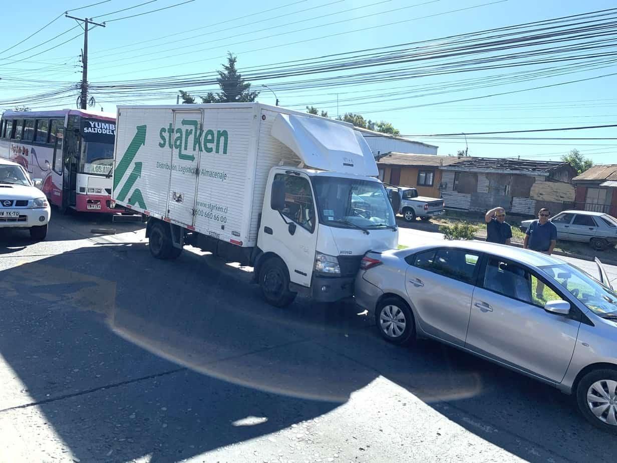 Bus, camión y taxi protagonizan triple colisión en Sor Vicenta