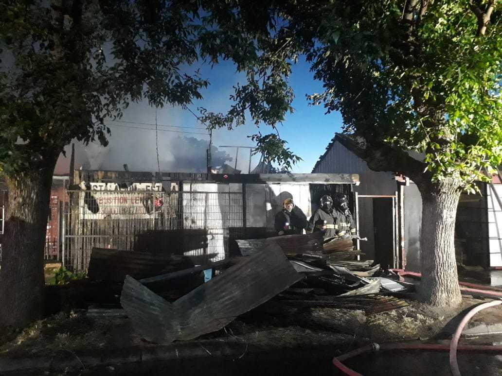 22 damnificados entre ellos 6 haitianos deja voraz incendio en Los Ángeles