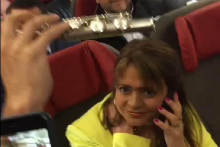 Senadora Van Rysselberghe es «funada» arriba del avión