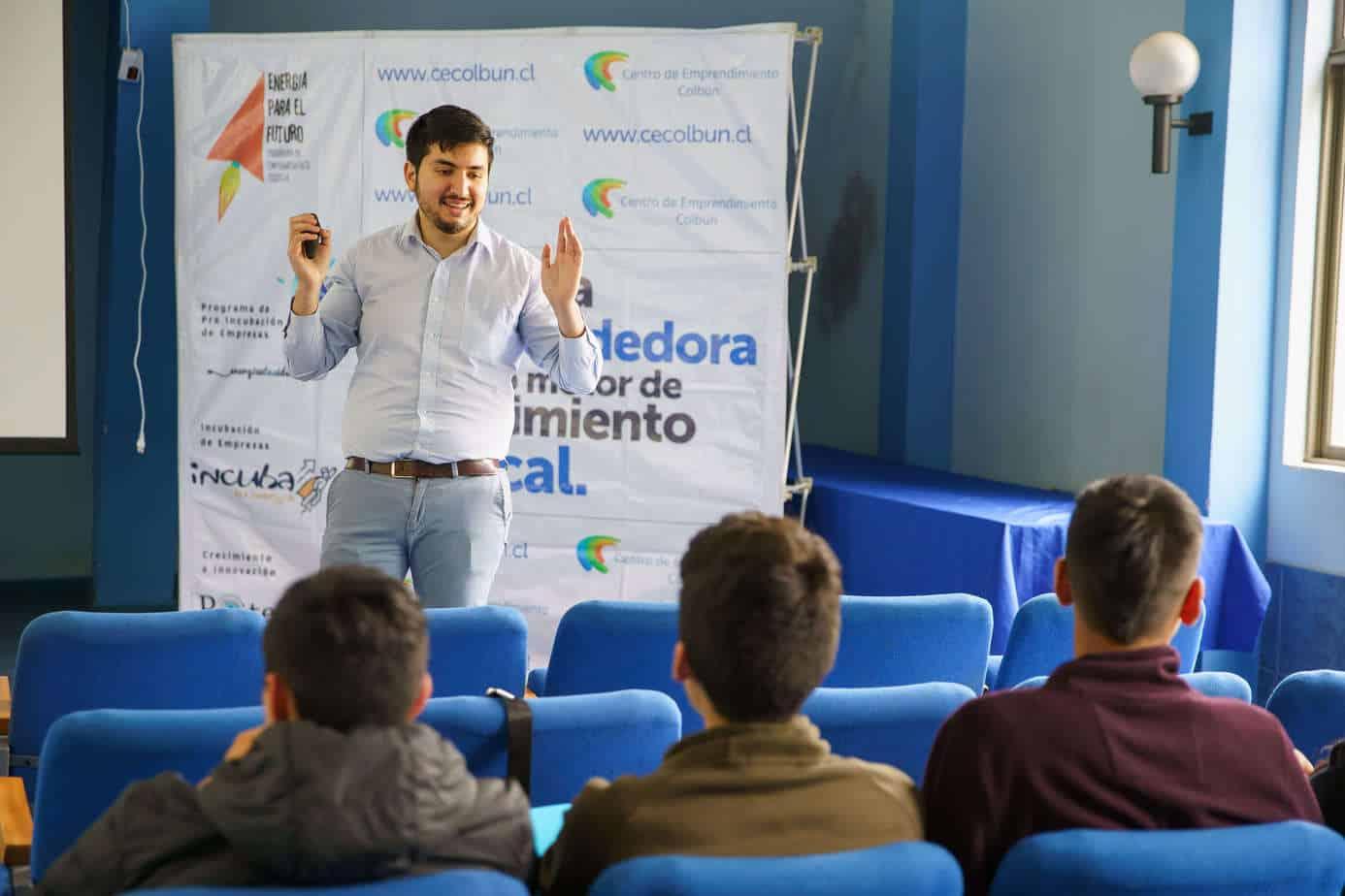 Seminario de Marketing Digital llegó a Quilaco para potenciar a los emprendedores