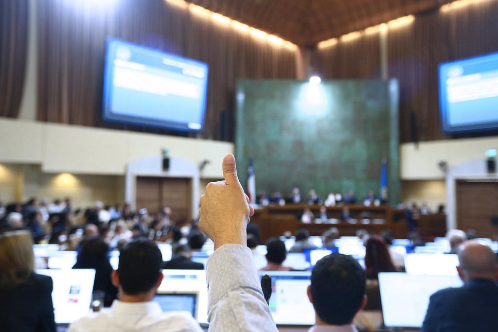 Diputados RN solicitan que trabajadores estatales a honorarios tengan derechos a vacaciones y licencias médicas