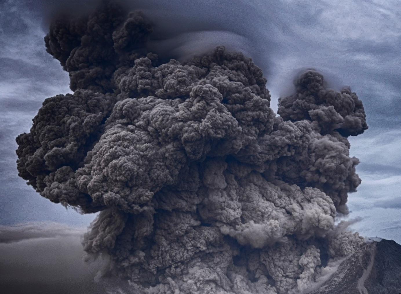 Evacuan a miles de personas en Manila ante inminente erupción explosiva