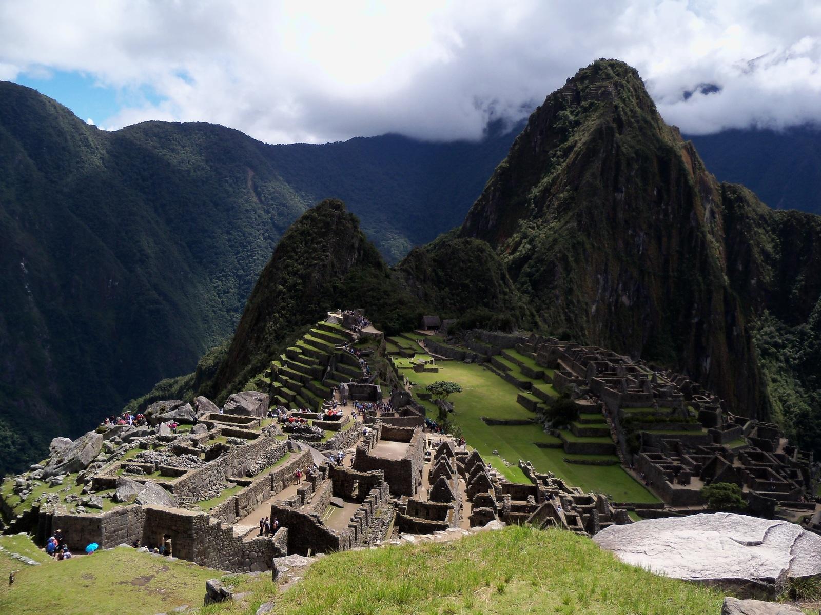 Chileno y 5 turistas extranjeros son detenidos por dañar y defecar en ruinas de Machu Picchu