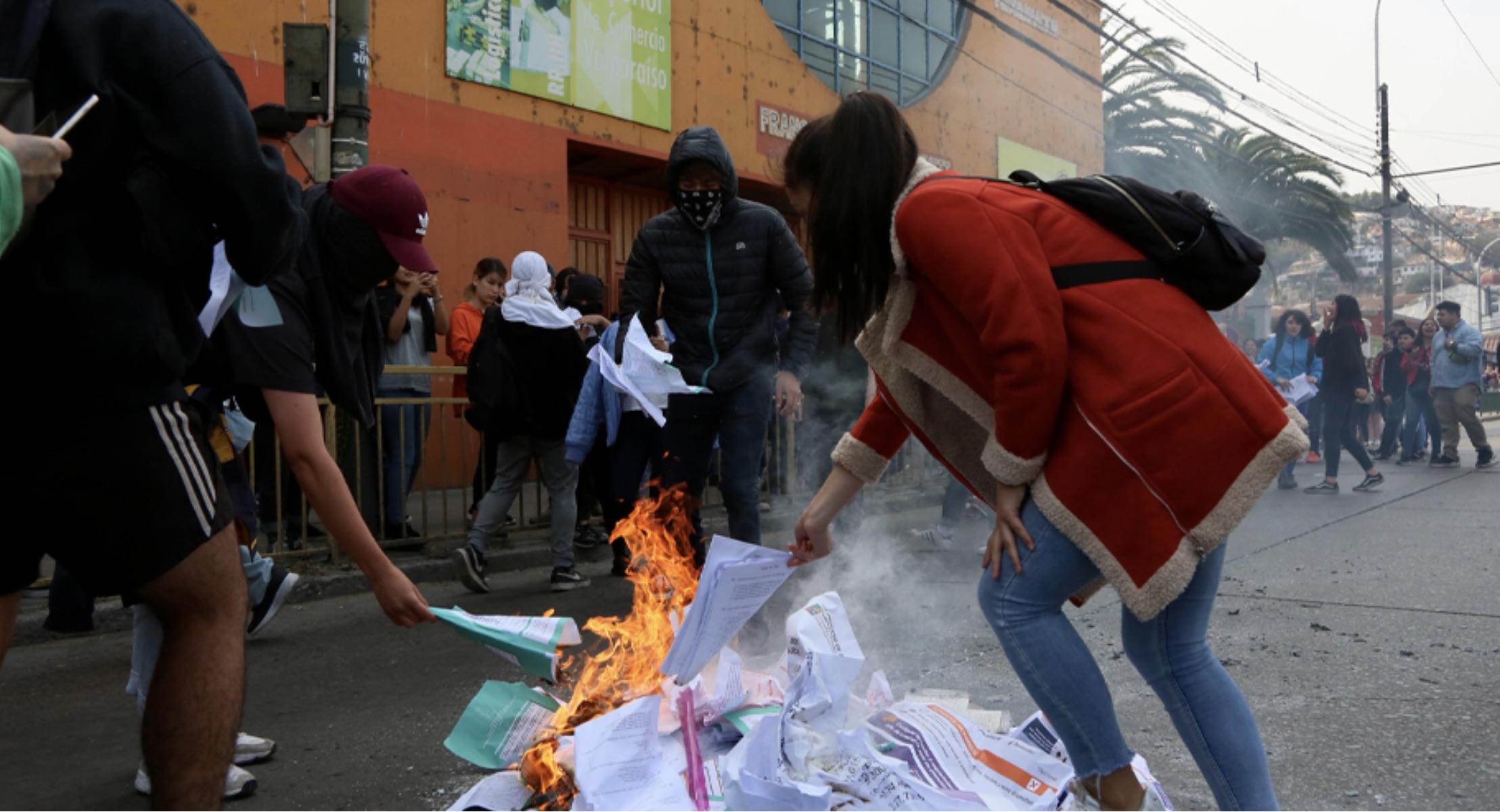 63% de los chilenos rechaza boicot a la PSU y  Piñera cae al 10%