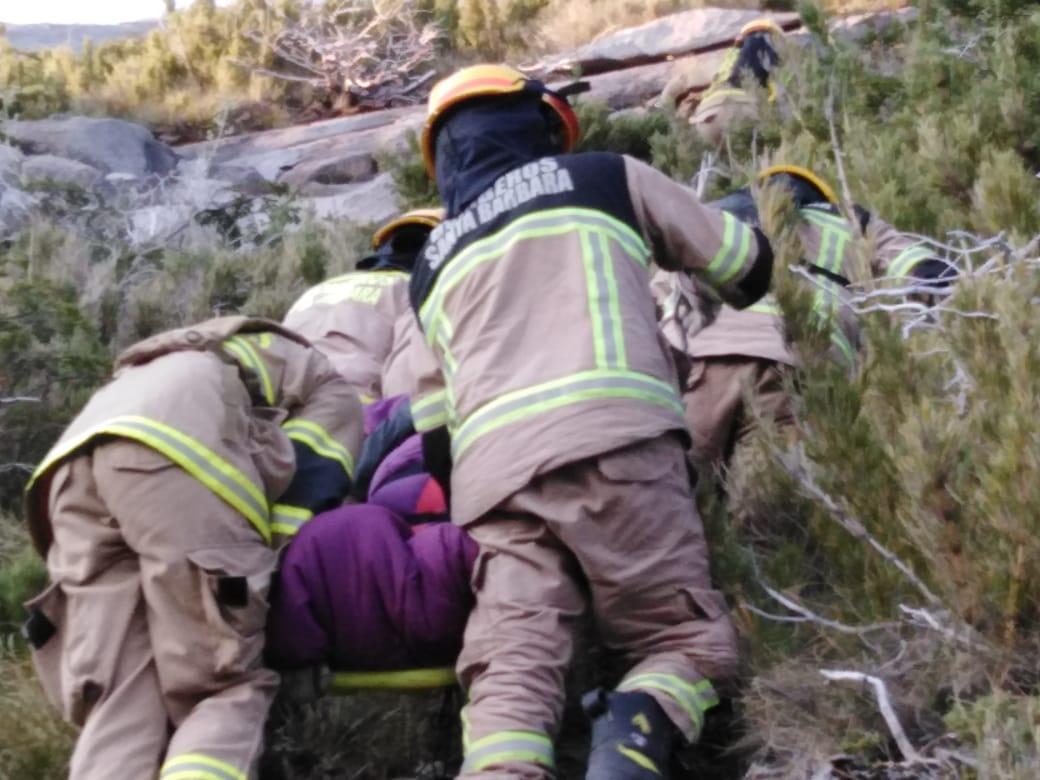 """Indignación en bomberos por rescate en la cordillera: """"Se puso en riesgo la vida y de los voluntarios y los excursionistas"""""""
