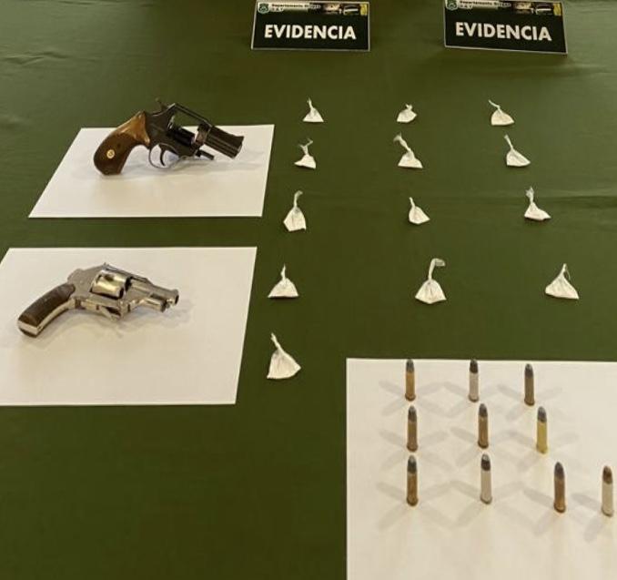 OS7 detiene a un hombre y mujer con drogas y armas en Los Ángeles